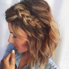 Pelo Midi, Medium Hair Styles, Curly Hair Styles, Medium Hair Wedding Styles, Braids For Short Hair, Braid Hair, Messy Braids, Side Braids, Braids For Medium Length Hair