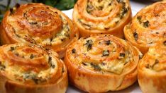 Sýroví šneci plněné česnekem a čerstvými bylinkami! Připraveno za 20 minut! | Milujeme recepty