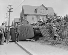 One photographer captured a decade of surreal 1930s car crashes