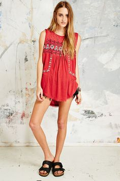 Free People - T-shirt rouge New World à broderies