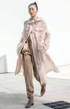 Tendances mode 2021 : quel sera le look tendance du printemps-été 2021 ! Emporio Armani, Miu Miu, Dior, Duster Coat, Raincoat, Spring Summer, Jackets, Fashion Trends, October