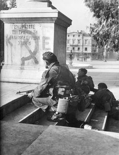 British soldiers ambushing communist demonstrators in Syntagma Square, Athens, Greece. British Armed Forces, British Soldier, Greek History, Good Old Times, Military Diorama, Important Facts, Famous Photographers, In Ancient Times, Second World