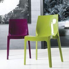 Si aún no estás de vacaciones, o ya volviste... lo mejor es ponerle un toque de color al lunes. ¡Ánimo! #sillas #color #lunes #mobiliario #deco  http://elmercadodemaria.com/comprar-silla-antartida-ve