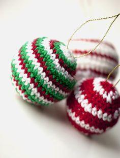 Crocheted Christmas Ornaments Baubles - Free pattern https://www.etsy.com/shop/TwistedYarnCrafts?ref=search_shop_redirect