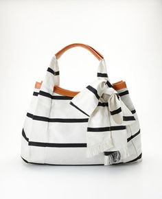 Ann Taylor Nautical Bag like the style/color and bow with leather trim Sacs Tote Bags, Women's Bags, Nautical Fashion, Nautical Bags, Nautical Stripes, Nautical Purses, Nautical Style, Navy Stripes, Summer Bags