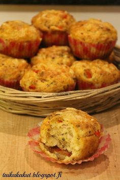 Tarun Taikakakut: Suolaiset muffinssit, kalkkuna-feta-paprika A Food, Good Food, Food And Drink, Yummy Food, Low Carb Recipes, Snack Recipes, Cooking Recipes, Healthy Appetizers, Healthy Snacks