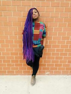 All styles of box braids to sublimate her hair afro On long box braids, everything is allowed! For fans of all kinds of buns, Afro braids in XXL bun bun work as well as the low glamorous bun Zoe Kravitz. Purple Box Braids, Blonde Box Braids, Short Box Braids, Jumbo Box Braids, Long Braids, Purple Hair, Purple Ombre, Box Braids Hairstyles, Pretty Hairstyles