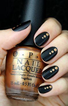 ¿Mani negro con dorado para el invierno? #OPI #Nails #Uñas vorana.mx