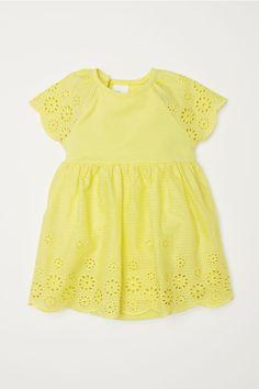 Sukienka z haftem angielskim - Jasnożółty - Dziecko | H&M PL 1
