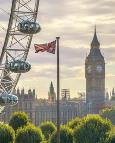 The Big Ben & The London Eye, London.-
