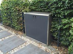 #Mülltonnenbox #SILENT 243, Türen Anthrazit, Rahmen Edelstahl, Korpus Perlmutt Schwarz, Weisse Siedlung #Düsseldorf