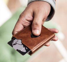 Kapalıyken bile kullanılabilen, küçük, şık ve çok farklı cüzdan.