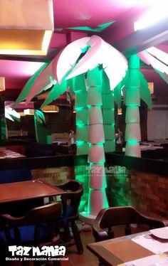 Palmeras elaboradas en icopor de 2.80 mts de alto en proceso duro, reflejo acrílico e iluminación, para el Restaurante Doña Petrona Hotel Ciudad Bonita en Bucaramanga. www.tazmaniadisenoydecoracion.com