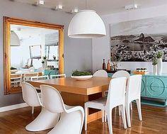 sala de jantar  com aparador azul