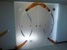 doua usi glisante din sticla securizata , cu model decorativ. Decor, Furniture, Home, Glass Design, Mirror, Home Decor