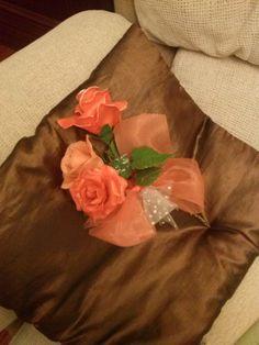 rosas naranjas con lazos