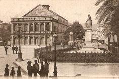 Connue aujourd'hui sous le nom d'Annaba, Bône a été l'une des premières villes algériennes annexées par la France. A l'image, le théâtre de la ville et la statue de Bertagna, en 1930,