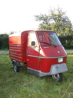 Getting a red  Piaggio Ape (or a blue one )