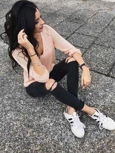 on sale dd1e6 01ff5 ¡15 Outfits trendy con  Adidas Superstar  blancos!