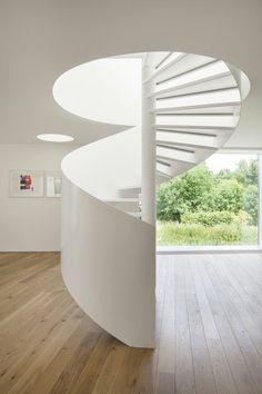 escalier blanc en spirale