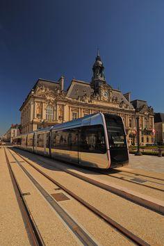 Tours' tramway project by RCP ensemble(s) la ligne - exterior design - copyright photo : Léonard De Serres