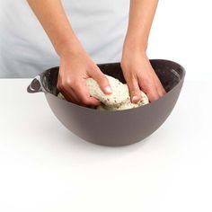 1. Sposób na domowy zdrowy chleb. Wsyp do miski odmierzone składniki oraz ulubione ziarna. Dokładnie wymieszaj. Zagnieć ciasto. Pozostaw do wyrośnięcia. Wstaw do rozgrzanego piekarnika na ok. 30 min. W otwartym pojemniku można jednocześnie odmierzać składniki, wyrabiać ciasto i pozostawić do wyrośnięcia. Więcej znajdziesz na mykitchen.pl #kuchnia #homedecor #zdrowegotowanie