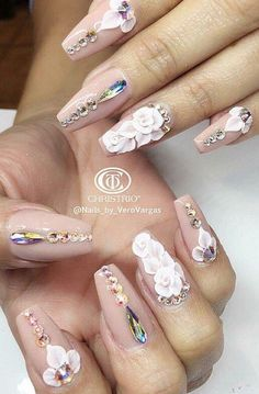 Floral rhinestone nails nailart – Photo World Crazy Nail Art, 3d Nail Art, Art 3d, Glam Nails, Bling Nails, Fabulous Nails, Gorgeous Nails, Crome Nails, Acryl Nails