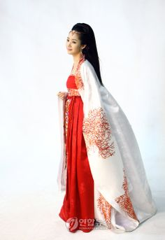 Princess Ja Myung Go #Kdrama 2009 with Park Min-young as Princess Ra-hee in beautiful red #hanbok