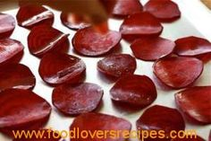 Beet chips--for my healthy snacking. Raw Food Recipes, Snack Recipes, Cooking Recipes, Good Food, Yummy Food, Tasty, Baked Beet Chips, Beetroot Crisps, Gastronomia