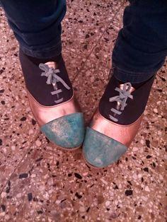 Zapatos Acordonados de Cuero Dorado y Gamuza Turqueza ~ Mi Compilado de Diseño  #Oxfords #Shoes #Suede #Turqueza #Dorado #Leather