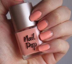 coral nails for the bride Coral Nail Polish, Coral Nails, Makeup And Beauty Blog, Beauty Ideas, Makeup Tips, Easy French Twist, Nail Pops, Floral Nail Art, Sexy Nails