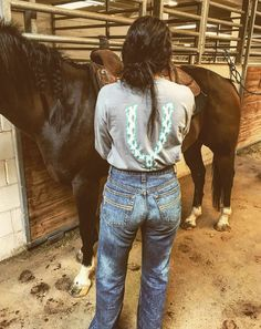 National Finals Rodeo 2019 live online from Thomas and Mack Center. Watch Las Vegas NFR live streaming online on CBS Sports Network from December Western Girl Outfits, Country Style Outfits, Southern Outfits, Rodeo Outfits, Cute Outfits, Cute N Country, Country Life, Spurs Shirt, Rodeo Girls