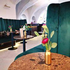 Für den Februar haben wir uns etwas ganz besonderes für euch und eure Liebsten einfallen lassen 💌 #staytuned #palais26villach #villach #stayinstyle #roses #hotel #special #Valentinstag #valentinesday #comingsoon #travel #vacation #date #loveisintheair #wanderlust #relationship #partnerliebe #valentines #valentine #vday #happyvalentinesday #dinner #romantisch #candlelightdinner #geschenkideen Wanderlust, Vase, Table Decorations, Furniture, Home Decor, Villach, Winter Vacations, Summer Vacations, Decoration Home