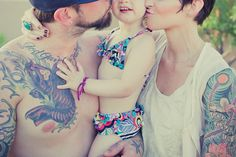 Posh Poses | Family | Kisses | Amy Fraughton Love this from Chic Critique Forum!!
