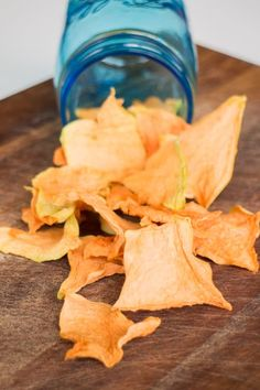 This easy recipe shows you how to make cantaloupe chips with a dehydrator! These naturally sweet chips are such a healthy snack! Cantaloupe Recipes, Cucumber Recipes, Cantaloupe And Melon, Snacks To Make, Easy Snacks, Healthy Snacks, Canning Recipes, Snack Recipes, Vegetable Pie