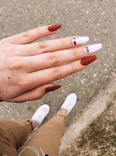 The advantage of the gel is that it allows you to enjoy your French manicure for a long time. There are four different ways to make a French manicure on gel nails. Nails Polish, Toe Nails, Pink Nails, Nail Nail, Coffin Nails, Oxblood Nails, Magenta Nails, Nails Turquoise, Shellac Nails