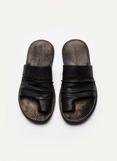 Single Toe Sandal