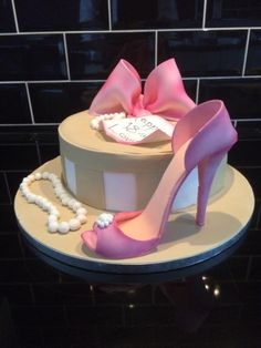 Hat Box and Shoe - Cake by Paul of Happy Occasions Cakes. Birthday Cookies, Birthday Cake, Hat Box Cake, Cake Design Inspiration, French Cake, Girly Cakes, Shoe Cakes, Designer Cakes, Fashion Cakes