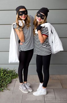 Halloween Costumes For Teens Ideas for 2 friends diy - Apocalypse Now And Then Robber Halloween Costume, Best Friend Halloween Costumes, Ideas For Halloween Costumes, Bank Robber Costume, Diy Halloween, Halloween Decorations, Meme Costume, Easy Costumes, Couple Costumes