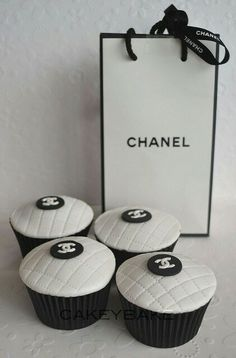Chanel cupcakes!! So awesome! Would love these on my birthday #chanelle #chanel