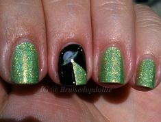 Aliens -- Nails of the Day #shortsquarenails