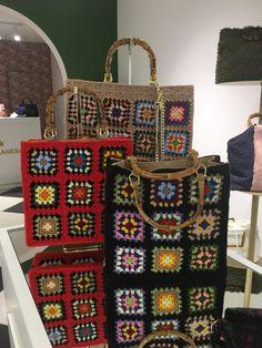 Crochet Purses, Crochet Hats, Crochet Lingerie, Flower Granny Square, Macrame Purse, Painted Clothes, Knitted Bags, Handicraft, Santa Marta
