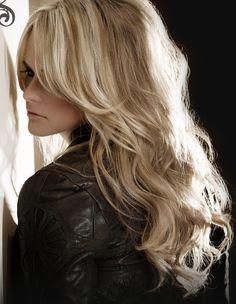 This is exactly how I want my hair!!! Miranda Lambert - love her hair. :)