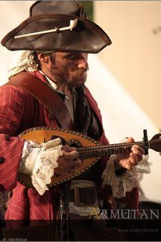 ©#armutan ©#juliebilloud #pirates #costume #reconstitution #pipe #musique