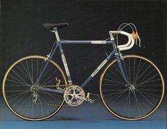silhouette for my future bike tattoo. what a beautiful vintage road bike. Classic Road Bike, Classic Bikes, Velo Vintage, Vintage Bicycles, Vintage Style, Push Bikes, Mountain Bike Shoes, Mountain Biking, Bicycle Maintenance