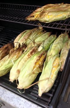 Grill Perfect Corn on the Cob in the Husk! Just use vegan butter to make this recipe even better Corn Recipes, Side Dish Recipes, Vegetable Recipes, Vegetable Ideas, Yummy Recipes, Recipies, Beef Recipes, Dinner Recipes, How To Cook Corn