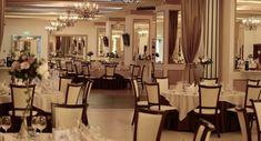 Sala de evenimente Cluj – Eday-Eday.ro – Anunturi gratuite Table Settings, Chandelier, Restaurant, Ceiling Lights, Table Decorations, Furniture, Home Decor, Candelabra, Decoration Home