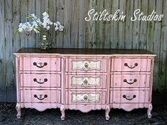 The new obsession: CHALK PAINT! I will have to agree, it is beautiful. My mom asked me yesterday where she could find some Annie Sloan chalk paint so that got my wheels turning on what I could chalk paint too! Pink Furniture, Chalk Paint Furniture, Refurbished Furniture, Repurposed Furniture, Shabby Chic Furniture, Furniture Projects, Furniture Making, Furniture Makeover, Cool Furniture
