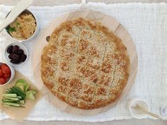 Tyrkisk brød med digg tilbehør — FAMILIEMAT Hummus, Feta, Camembert Cheese, Ethnic Recipes