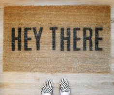 A simple, plain welcome mat is okay, but make a template, grab a can of spray paint and tell guests how you really feel. Via Griffanie. - 10 Easy DIY Home Decor Ideas For Leftover Spray Paint Diy Projects To Try, Home Projects, Crafts To Sell, Fun Crafts, Apartment Painting, Make And Sell, Easy Diy, Dyi, House Warming